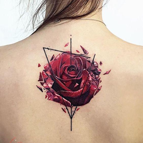 Тату розы на спине для женщин