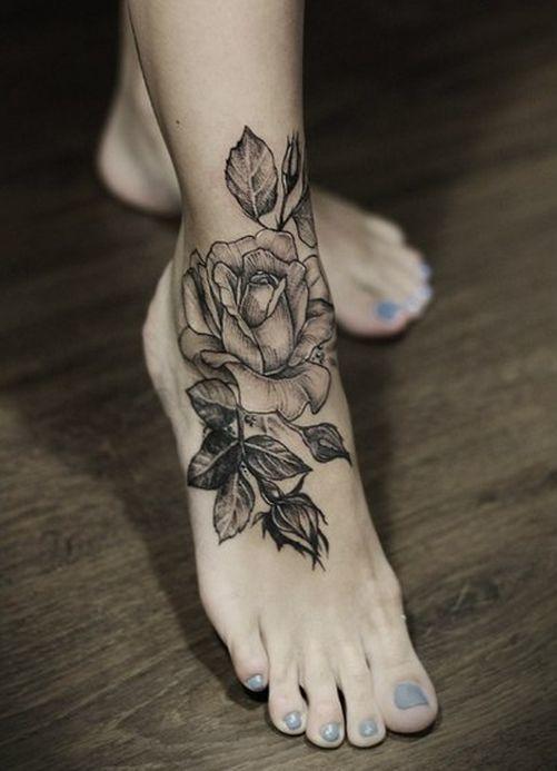 Тату черных роз на ноге для женщин