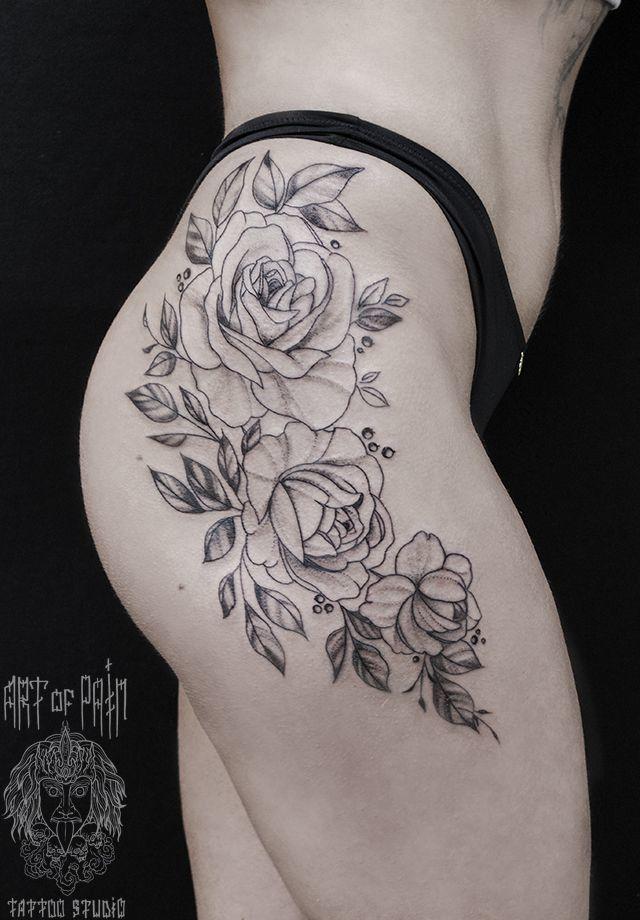 тату черно-белых роз на бедре для женщины