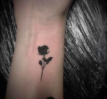 Черная мини тату, черная роза