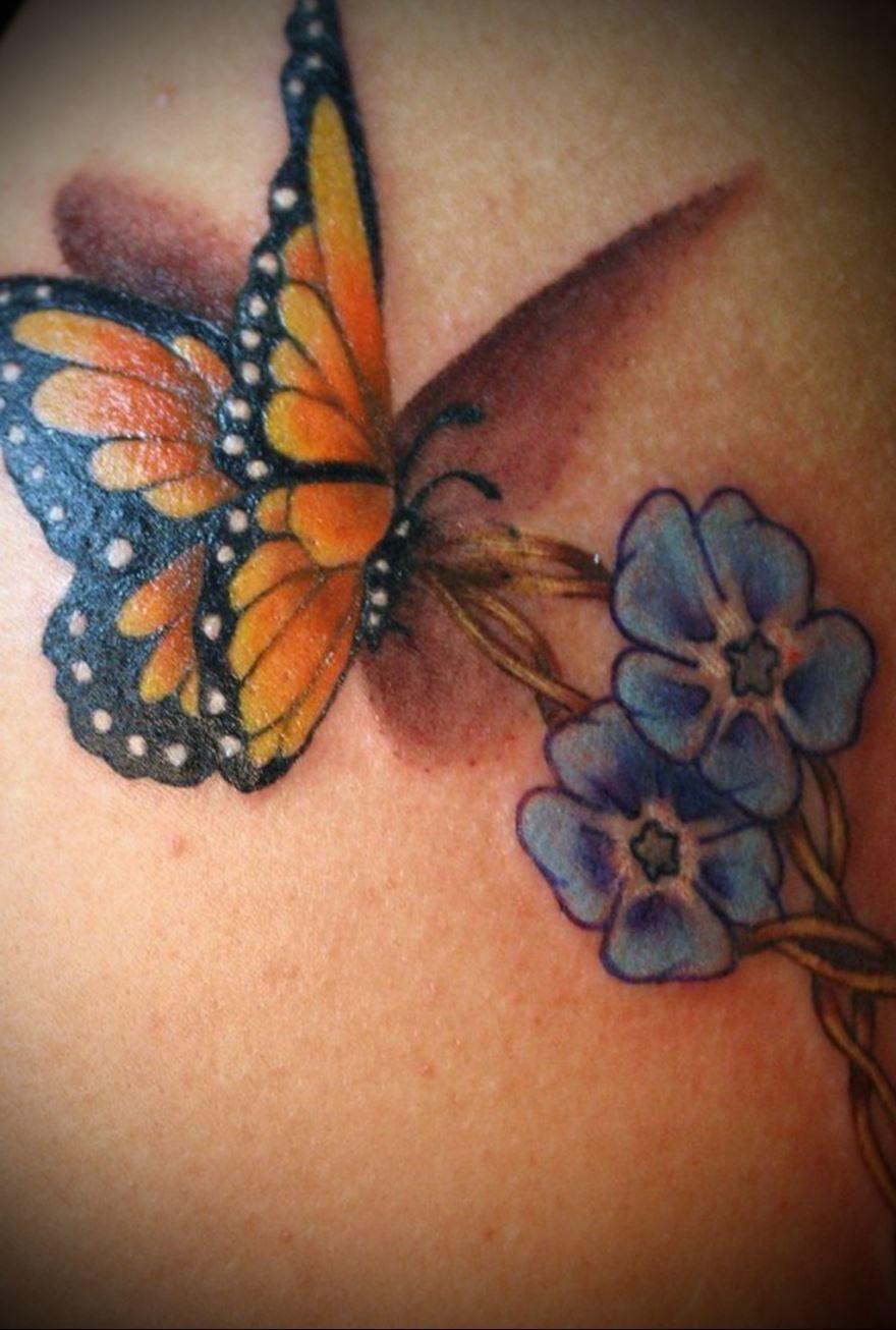 Цветная бабочка с цветами, тату