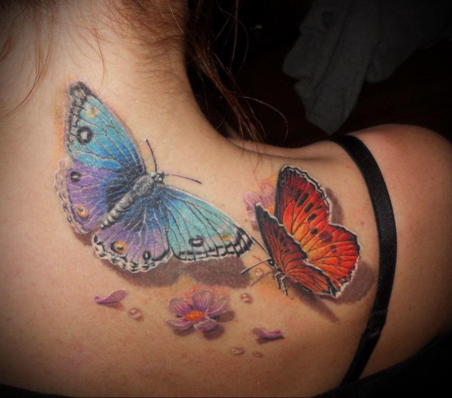 Красивая тату бабочки на шее