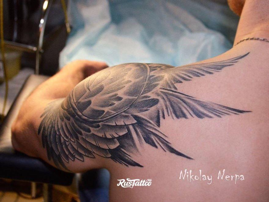 Тату крыла на плече для мужчины