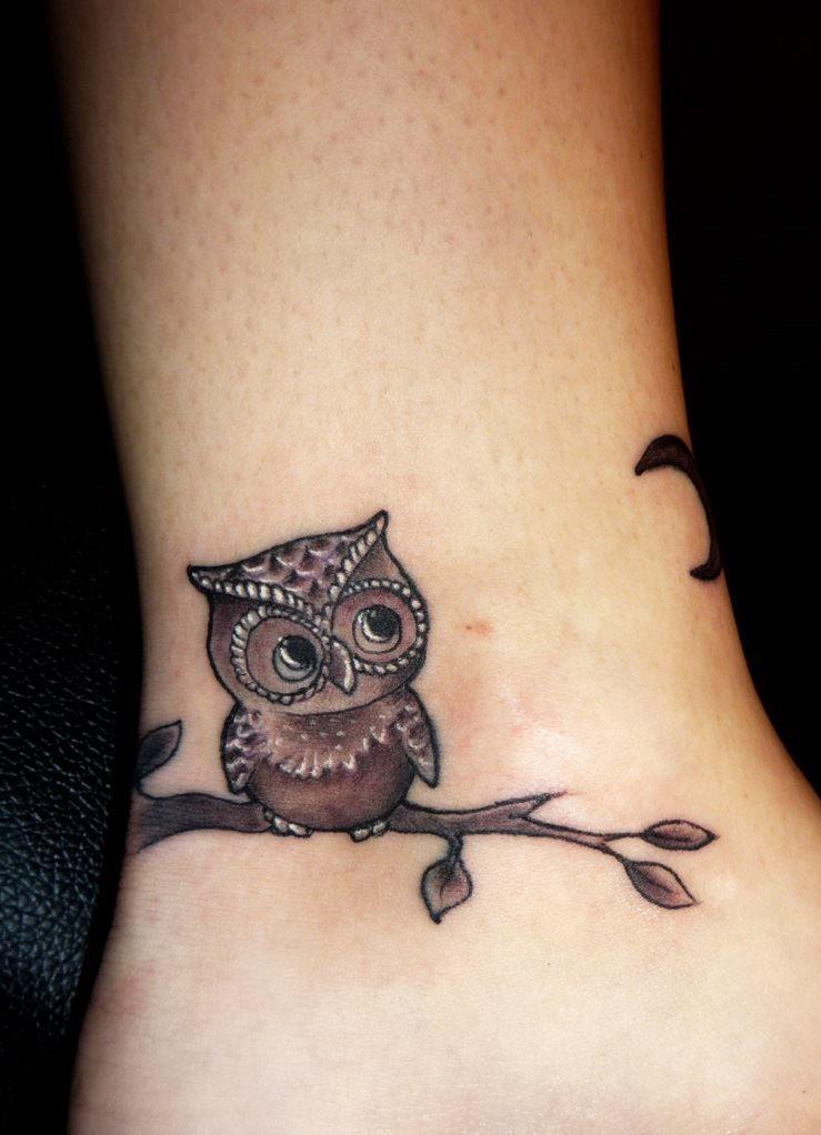 Маленькая сова на ноге, женская тату