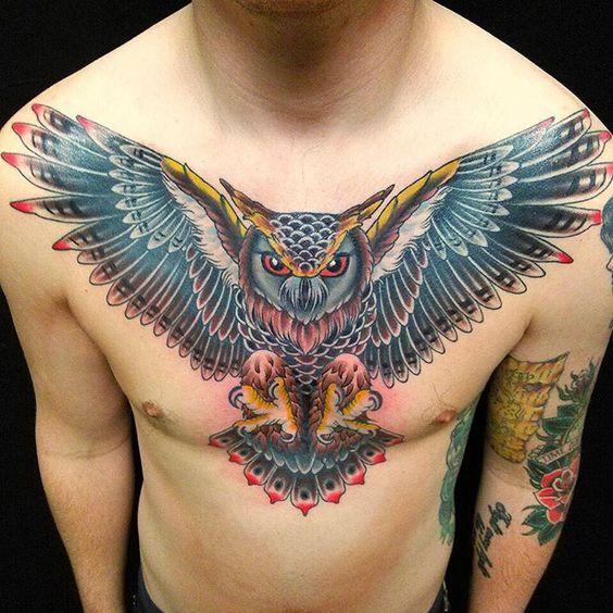 Классная тату совы на груди для мужчин