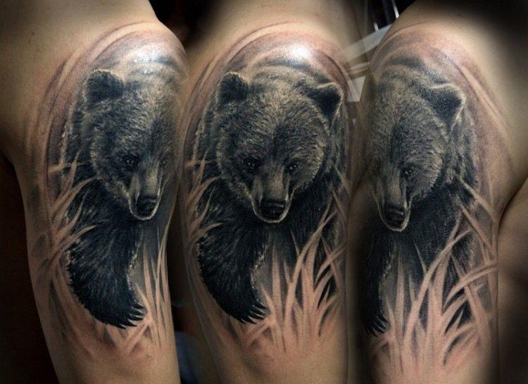 Тату медведя на руке для мужчины