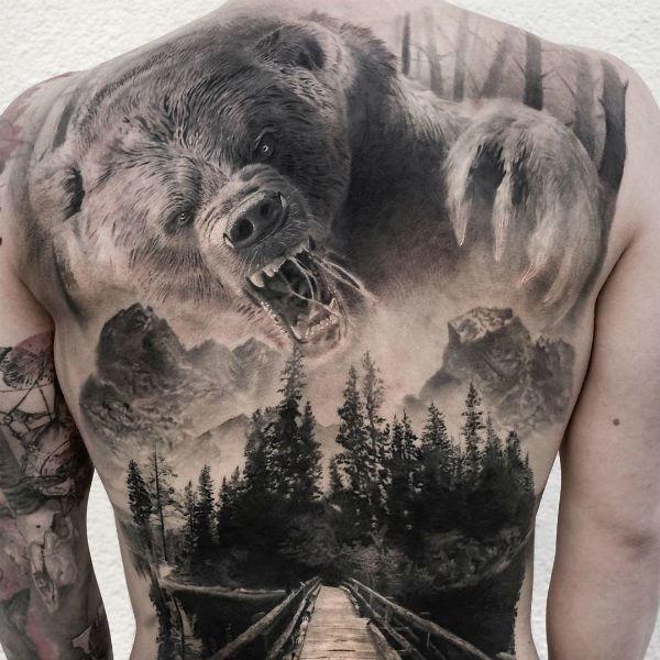 Тату медведя на спине
