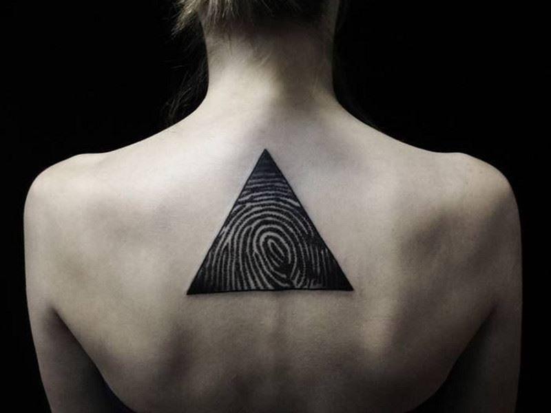 Тату треугольника на спине