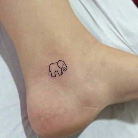 Маленькая тату на ноге для девушки