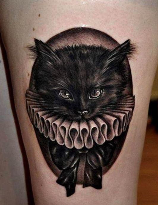 Черная тату кошки на ноге для девушки