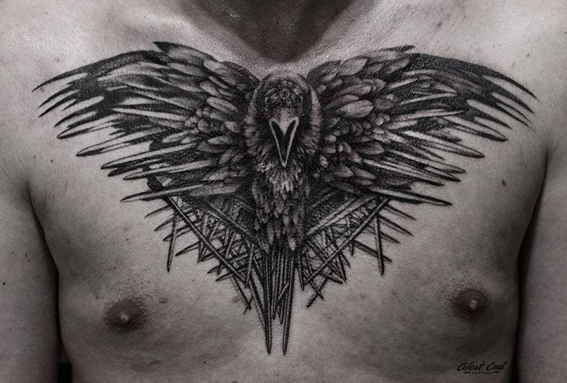 Тату вороны на теле, на груди для мужчины