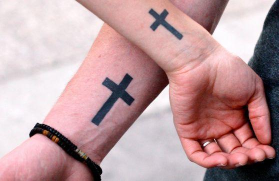 Тату крест на запястье для мужчин и женщин