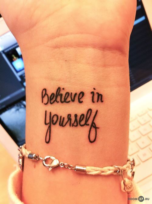 Тату надпись на запястье для девушек и мужчин: верь в себя
