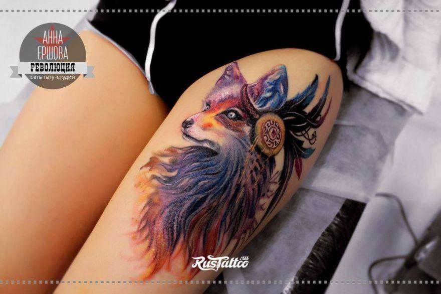 Красивая тату лисы на бедре для девушки