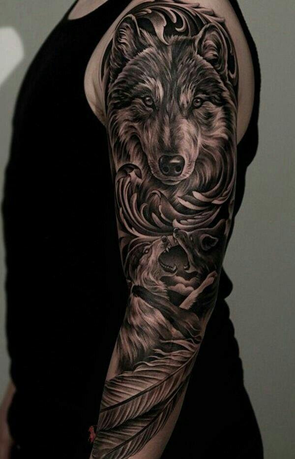 Черный тату рукав с волком и лисой для мужчины