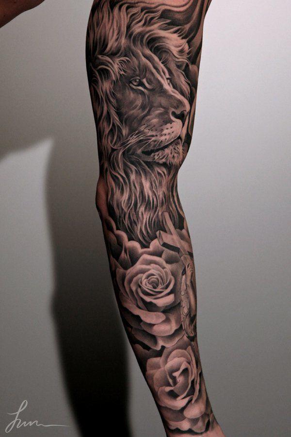 Тату рукав со львом и розами в черном цвете