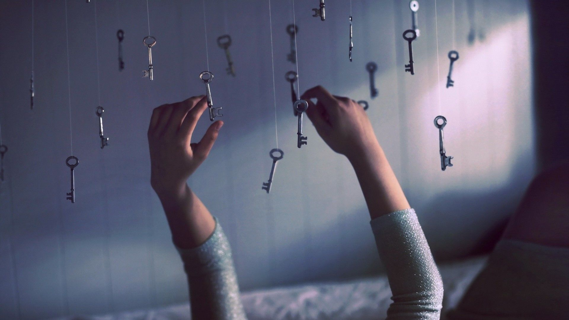 Уединенная обстановка для развития интуиции, спокойствие, чувствовать свои ощущения
