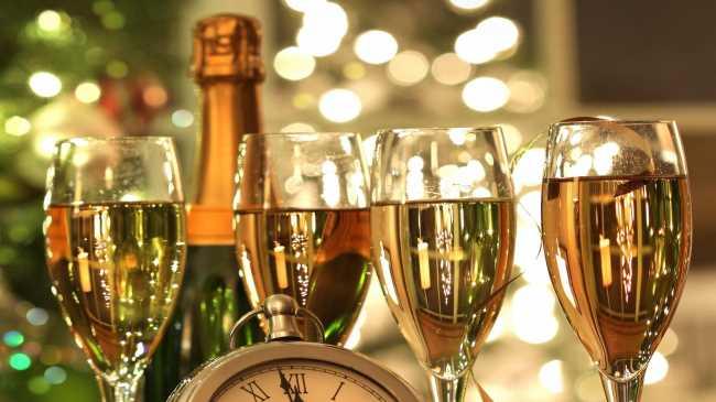 Шампанское бокалы на новый год