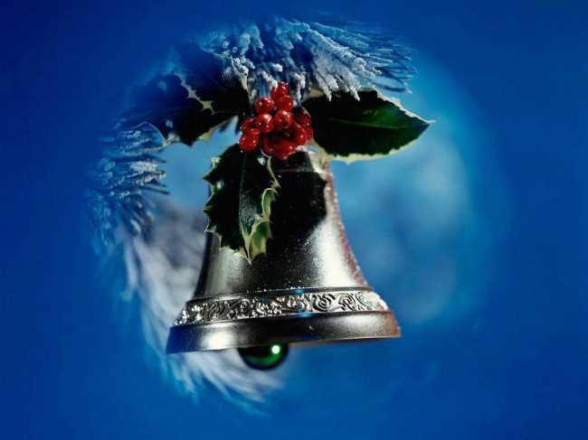 Новогодний колокольчик на елке