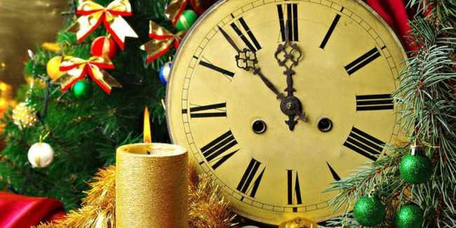Новогодние часы без пяти минут новый год, свеча, елка, украшения