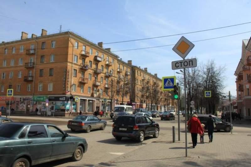 Смотреть лучшие фото улиц города Великие Луки