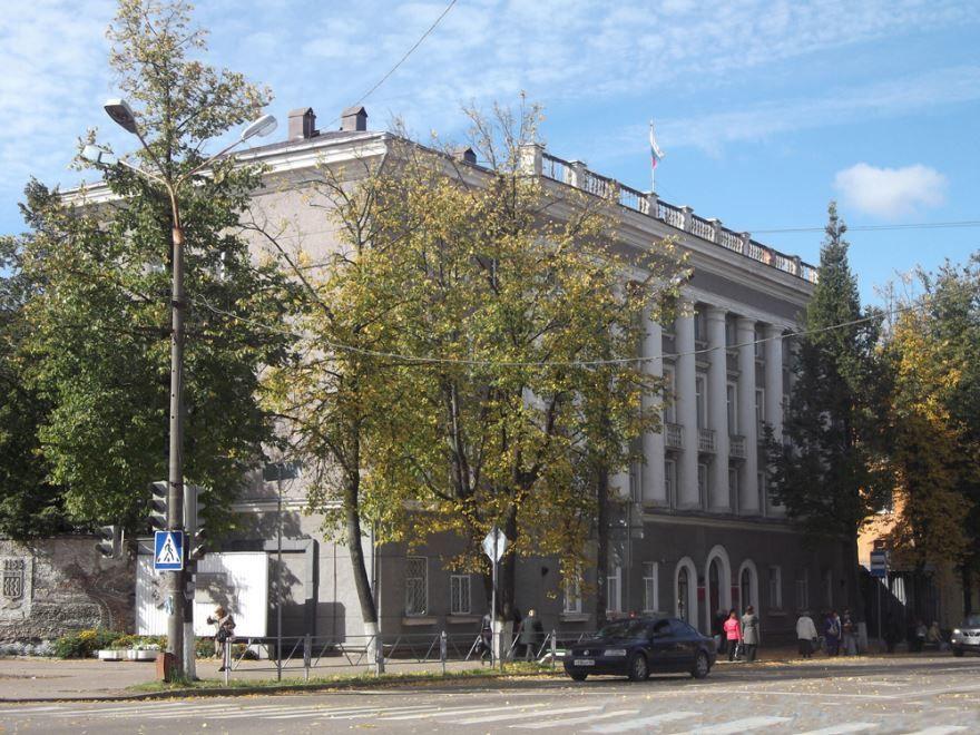 Смотреть красивое фото здания правительства города Великие Луки