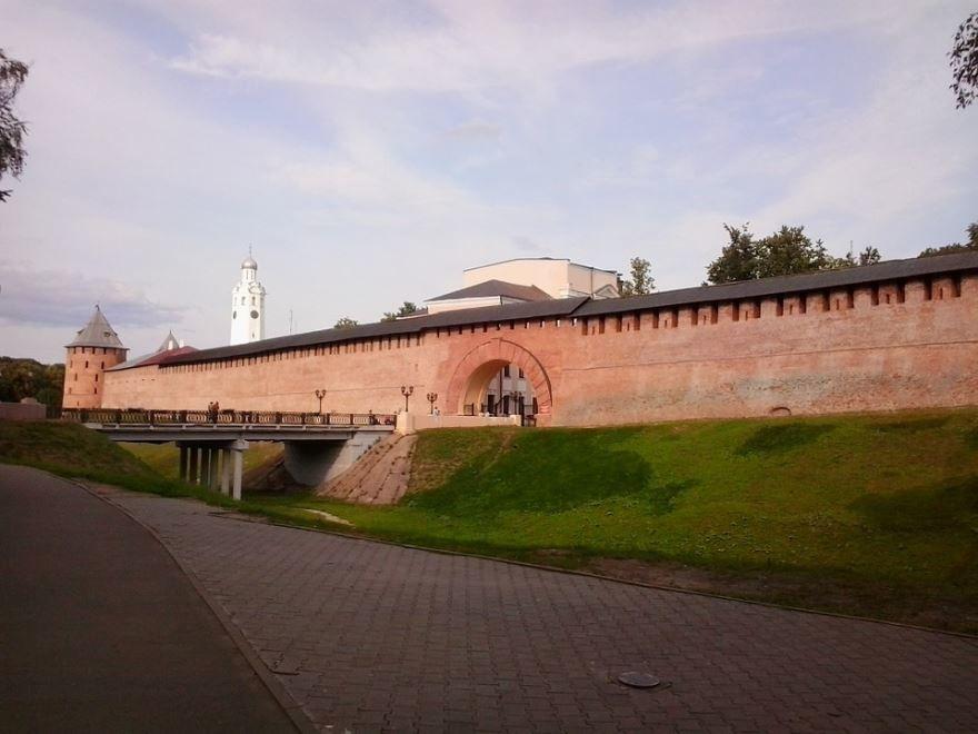 Смотреть красивую архитектуру города Великий Новгород