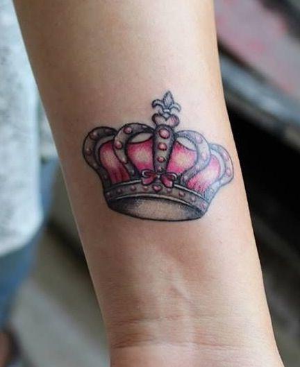 тату короны на руке для девушки