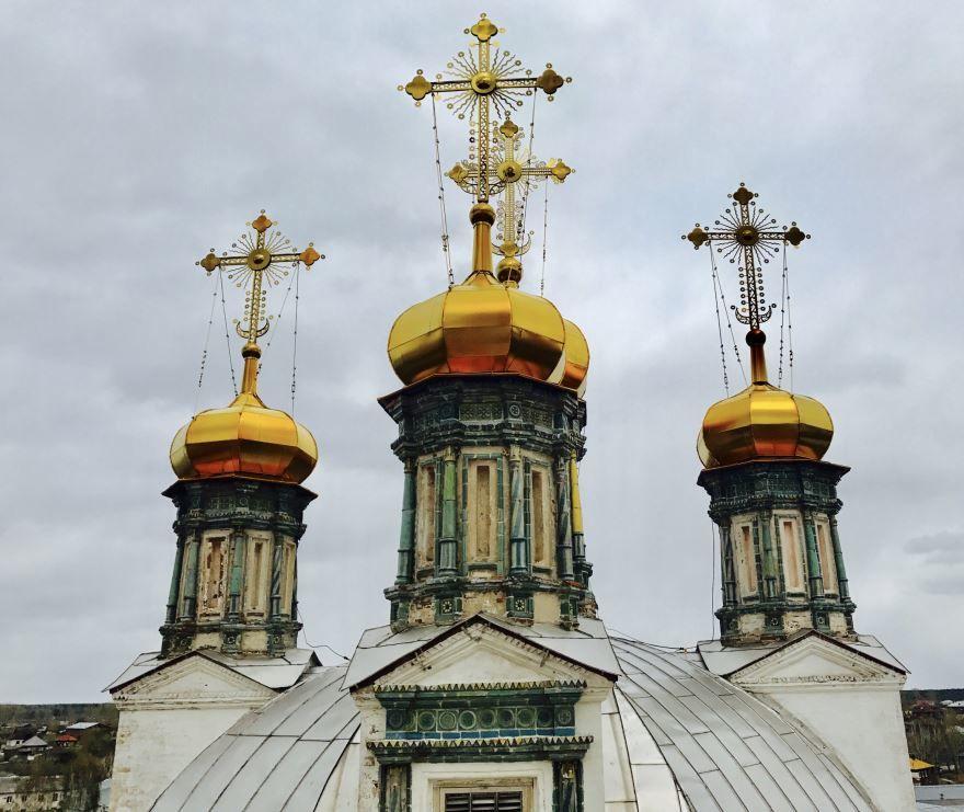Купола Троицкого собора в городе Верхотурье