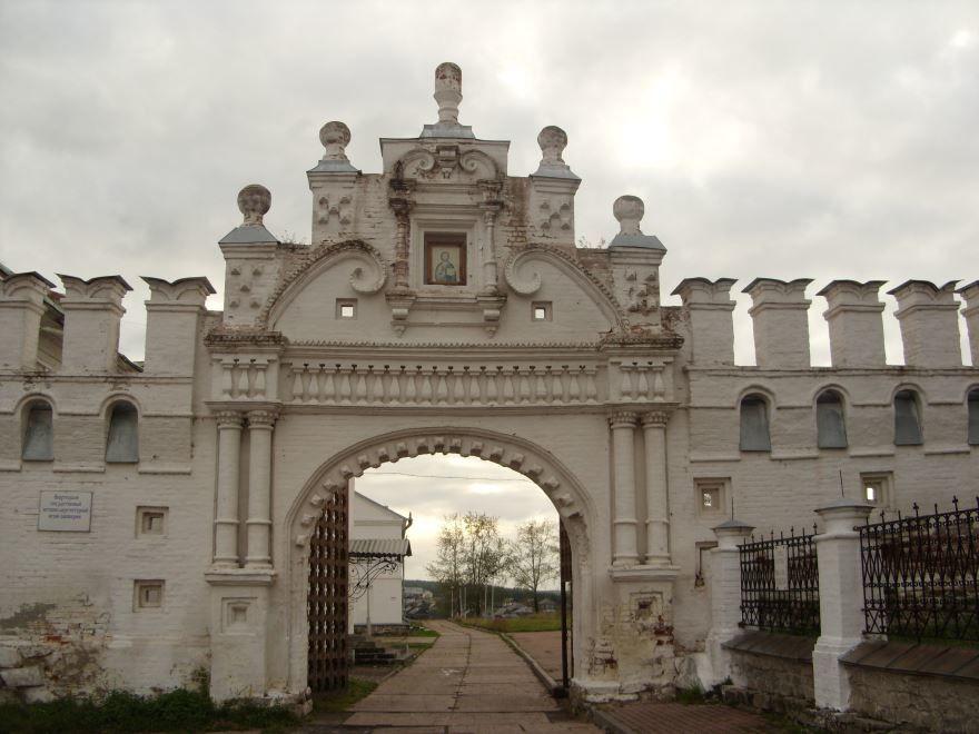 Красивые ворота в Верхотурье