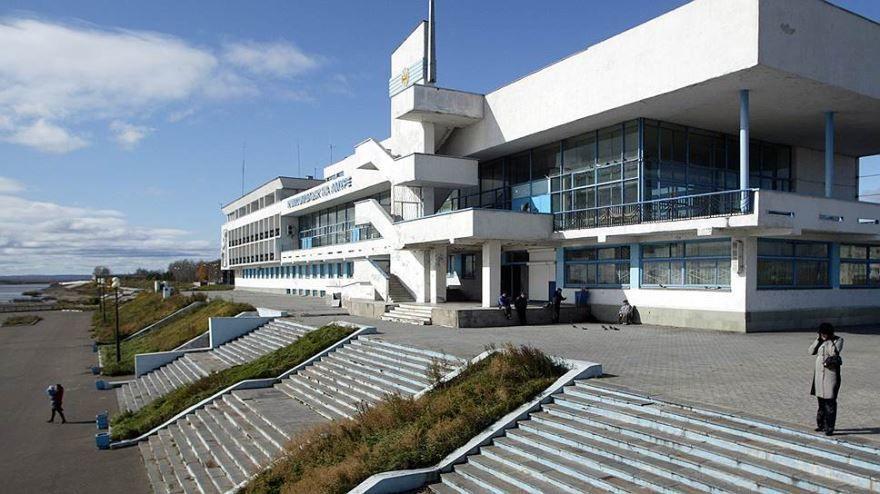 Интересное здание Коммерсант в городе Владивостоке
