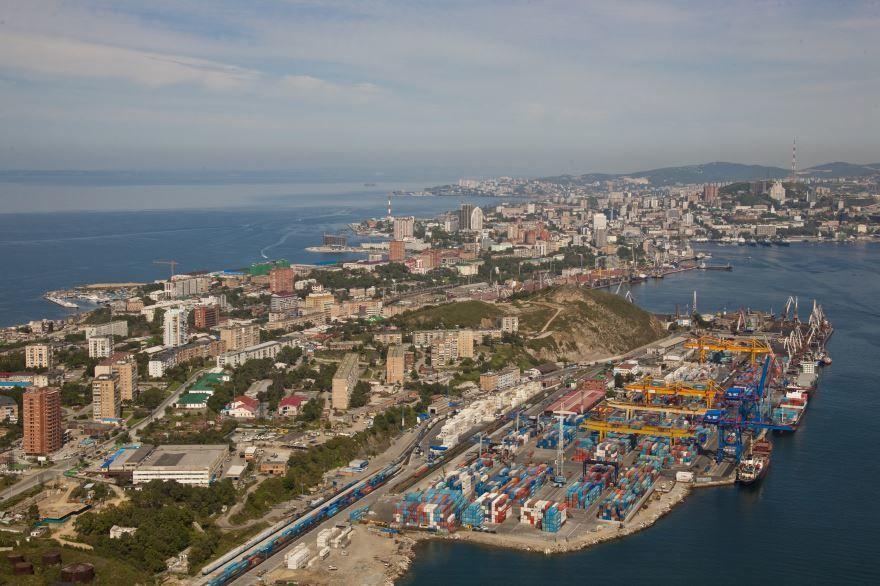 Смотреть интересный вид сверху города Владивосток