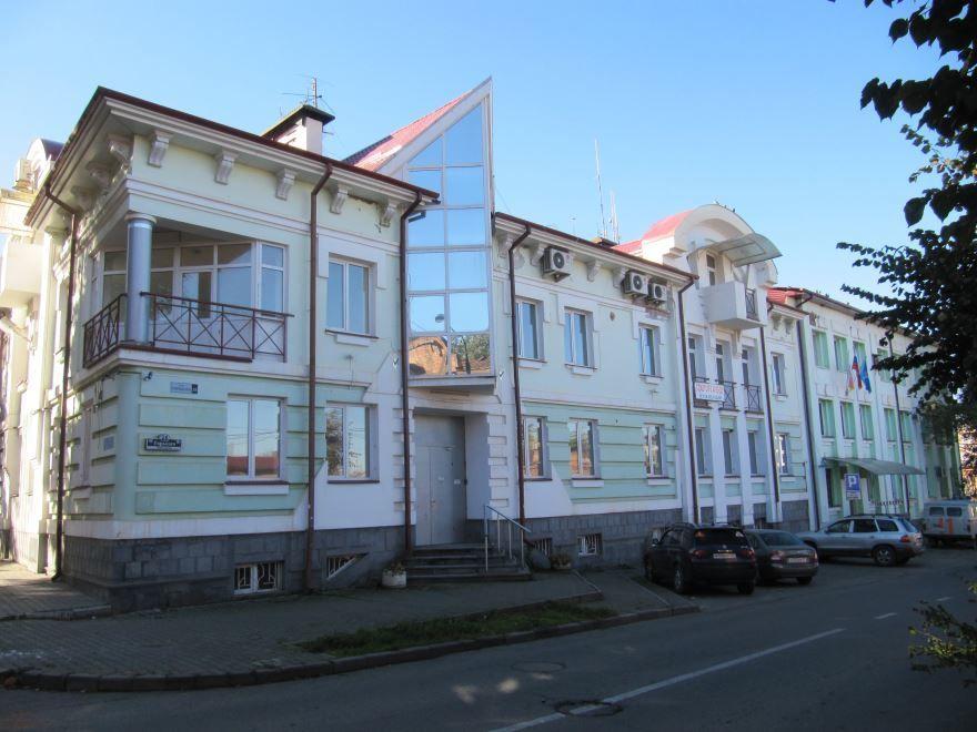 Скачать онлайн бесплатно красивое фото одной из улиц Владикавказа