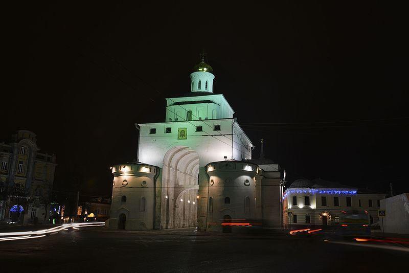 Ночные золотые ворота города Владимир