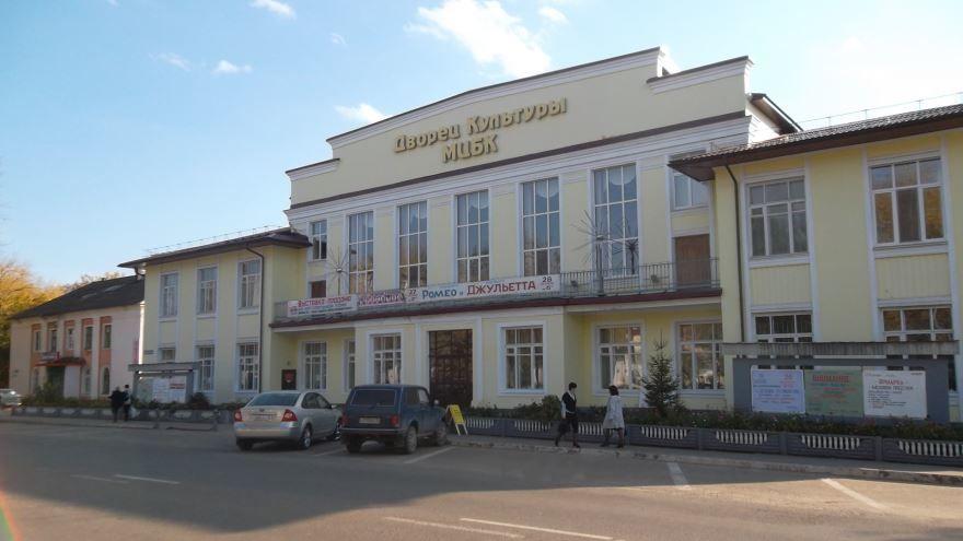 Смотреть красивое фото дворца культуры города Волжск