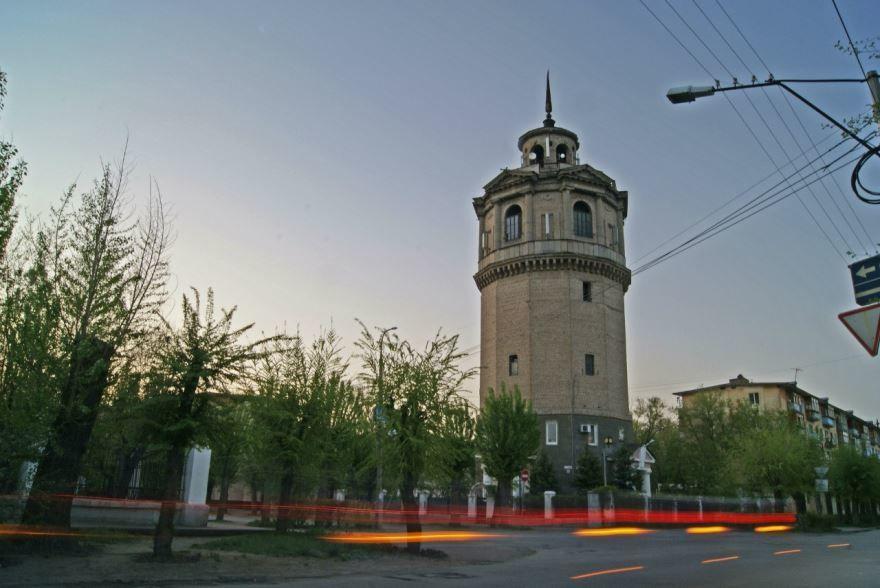 Смотреть оригинальное фото водонапорная башня города Волжск