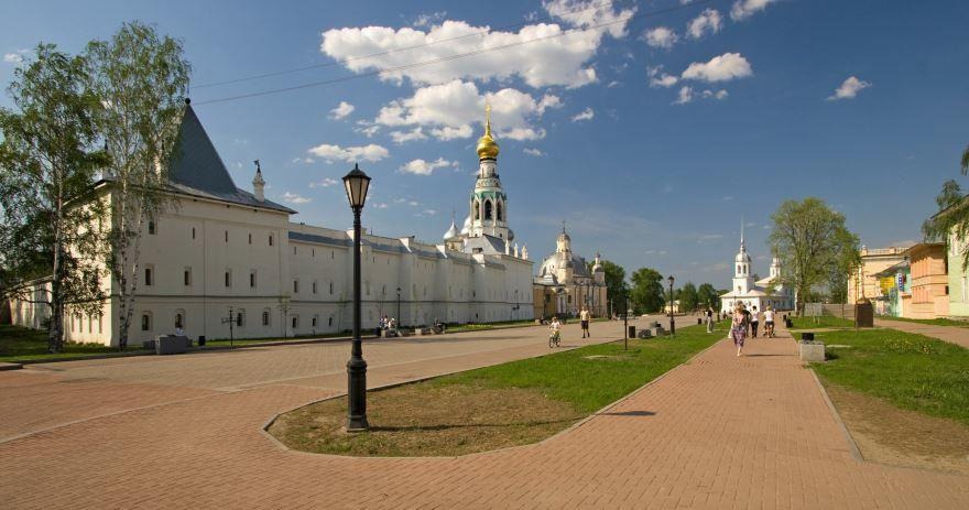 Скачать онлайн бесплатно лучшее фото Кремлевской площади в городе Вологда