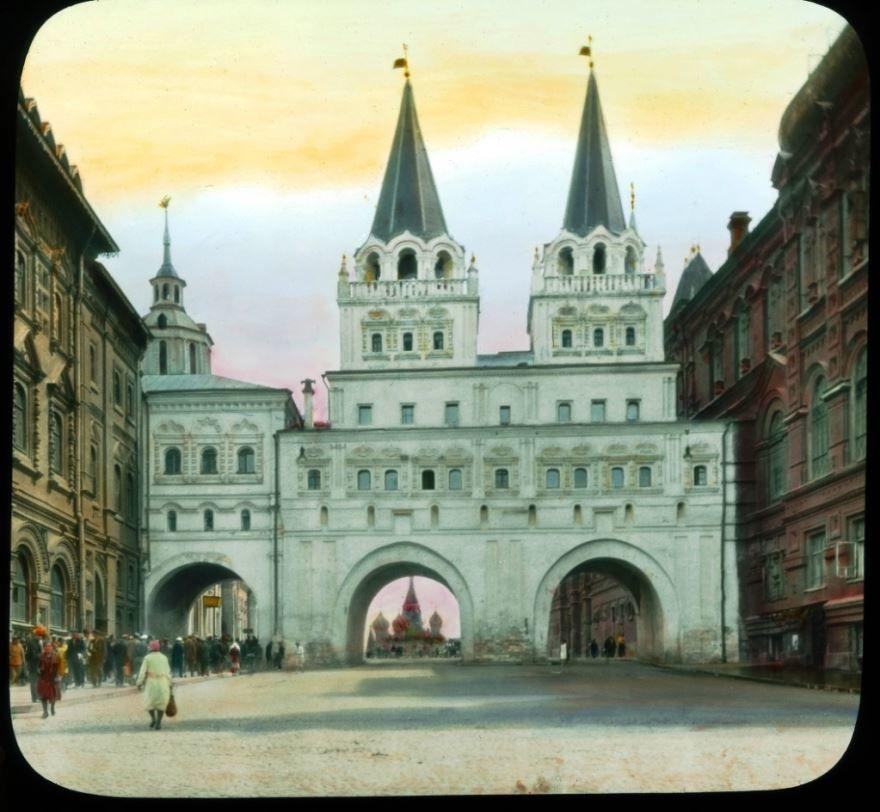 Смотреть оригинальное старинное фото Воскресенские ворота в городе Воскресенске