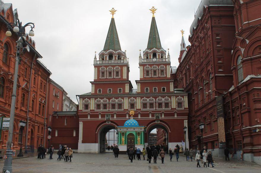 Воскресенские ворота с часовней Иконы Божией Матери Иверская