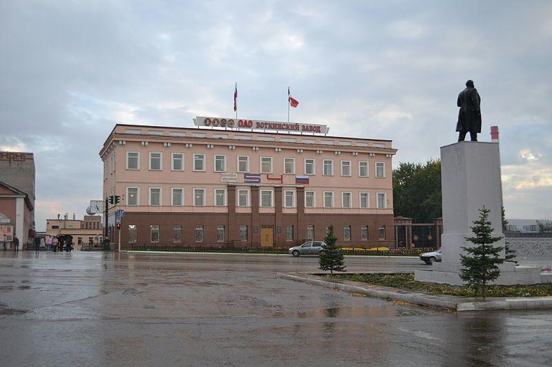 Смотреть фото Воткинский завод и памятник Ленину