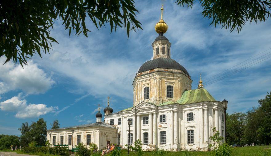 Церковь Рождества Христова со стороны реки город Вязьма