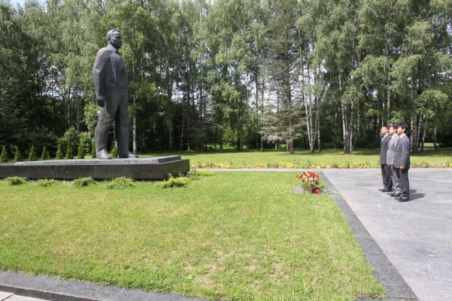 Смотреть лучшее фото памятник Гагарину в городе Гагарин