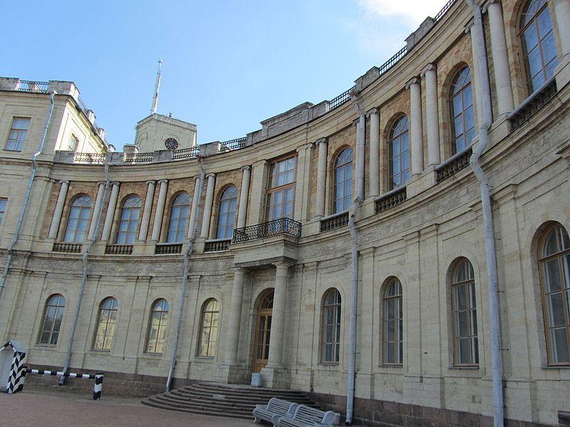 Скачать онлайн бесплатно фото центральной части дворца Гатчины