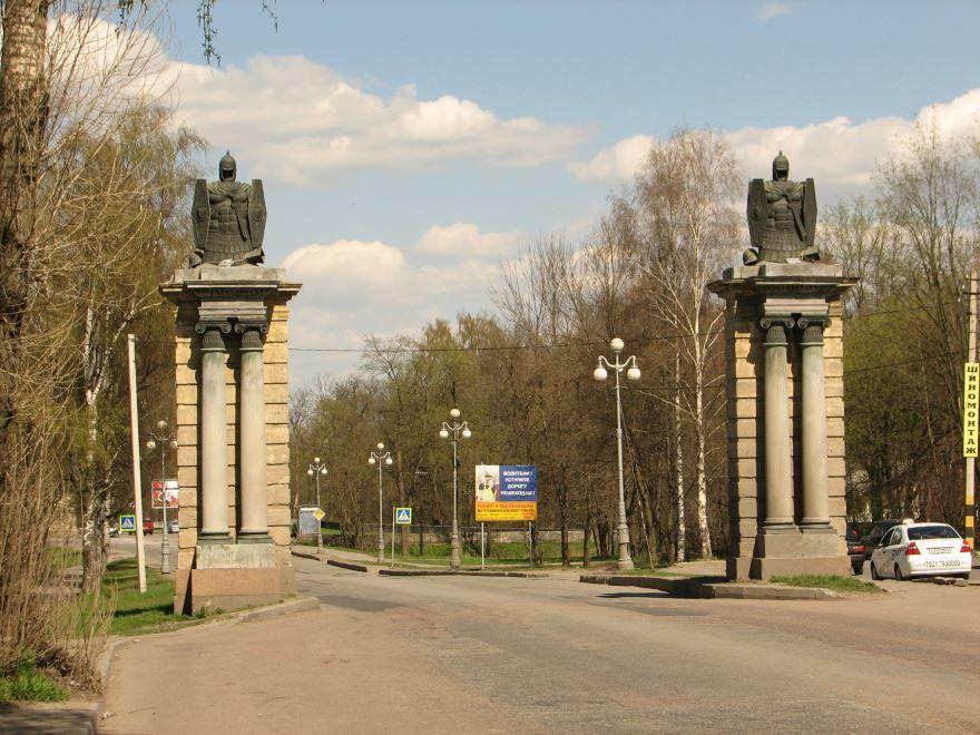 Смотреть лучшие Смоленские ворота города Гатчина