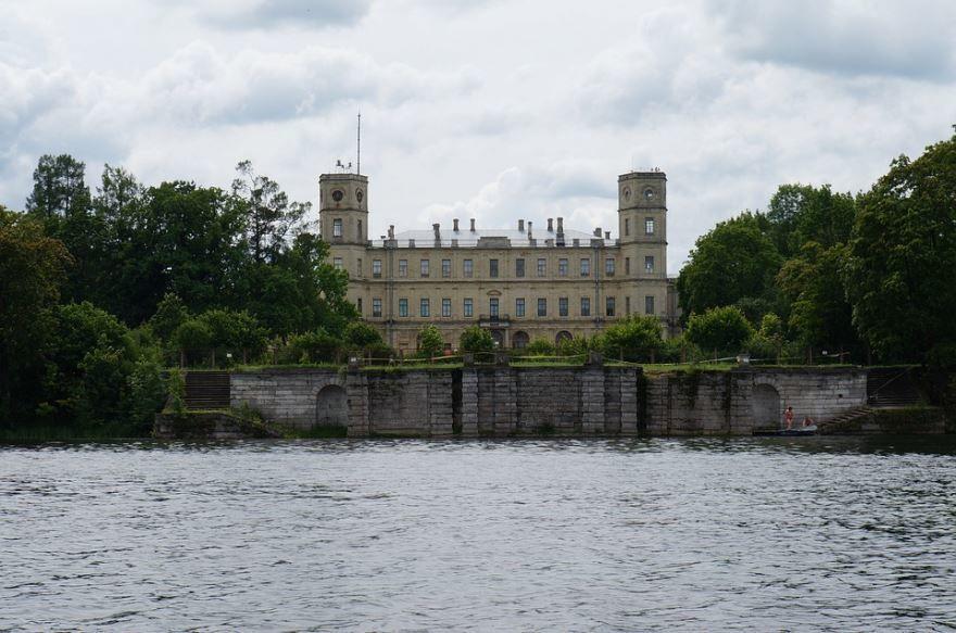 Смотреть красивый вид Гатчинского Дворца бесплатно в хорошем качестве