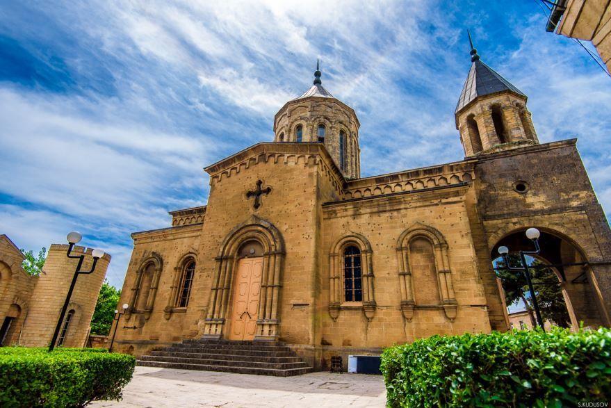 Смотреть красивую церковь Святого Всеспасителя город Дербент