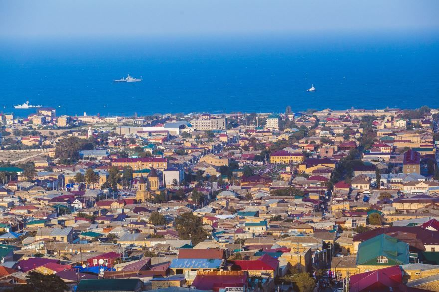 Смотреть красивое фото город Дербент вид сверху