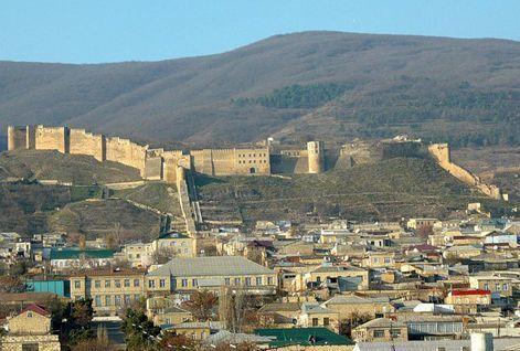 Смотреть Древний Дербент и его сооружения в хорошем качестве