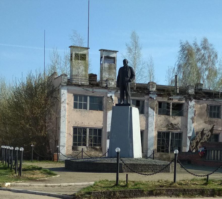 Смотреть лучшее фото памятника В.И. Ленину в городе Дзержинск