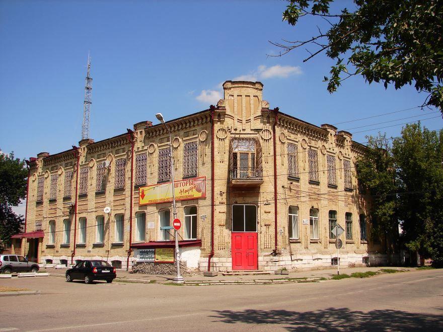Здание бывшей гостиницы Лувр город Георгиевск